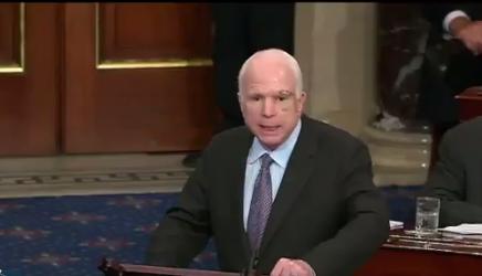 """Маккейн назвал зеркальные санкции России """"нападением на демократию"""" США"""