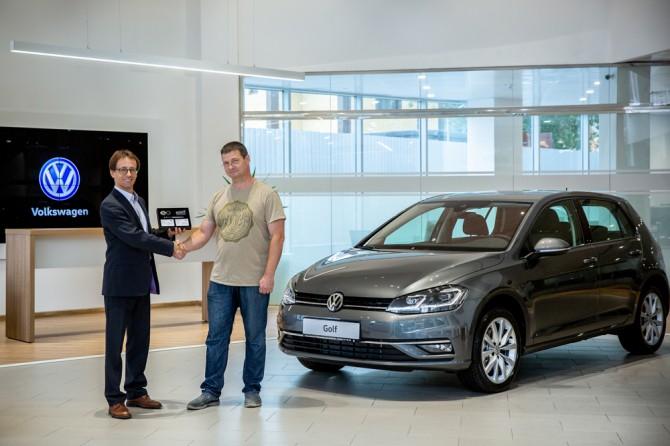 Volkswagen Golf передан первому покупателю в России