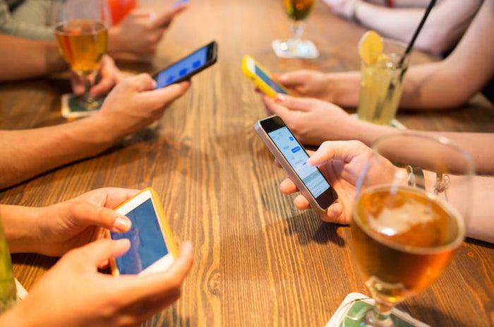 Тотальная зависимость от смартфонов не может не иметь последствий.