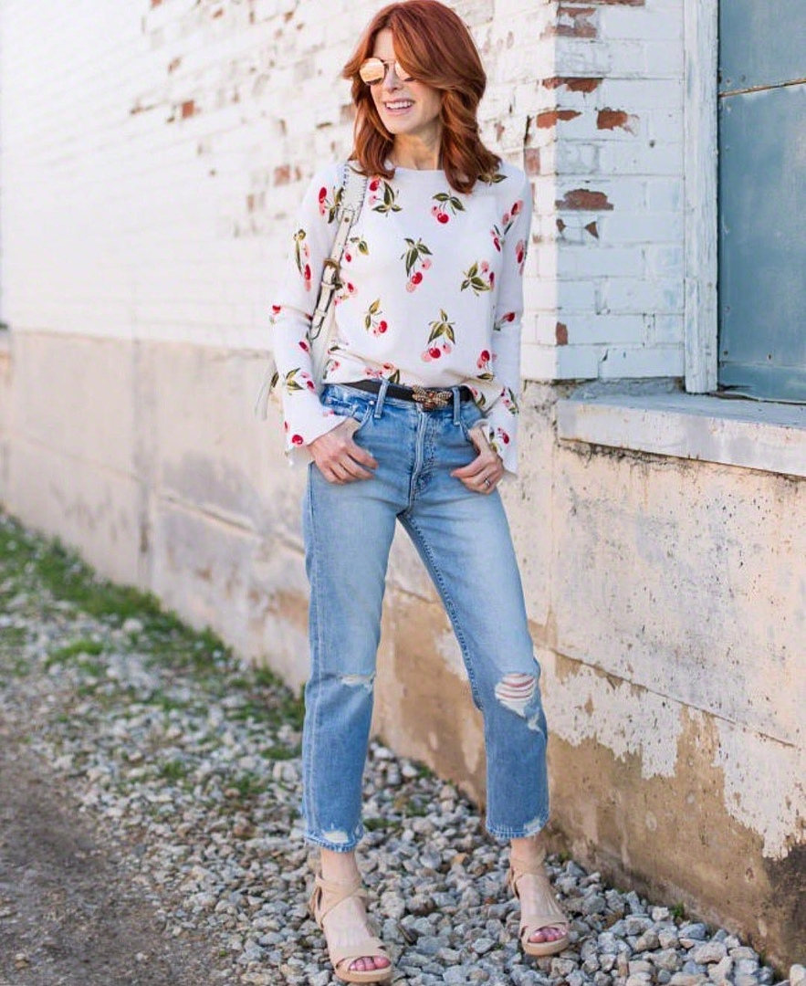 Что носить с джинсами леди 50+: 11 стильных идей
