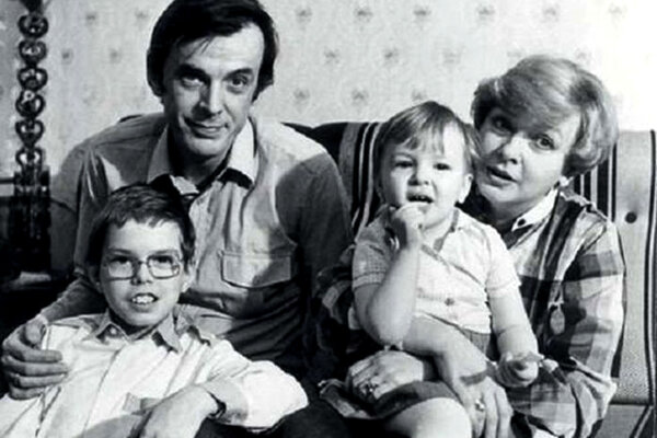 Георгий Тараторкин и Екатерина Маркова с детьми