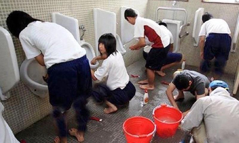 Самые жестокие наказания в школах