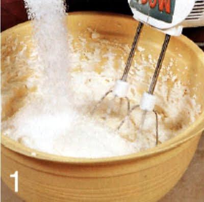Как приготовить творожную запеканку с изюмом (шаг 1)