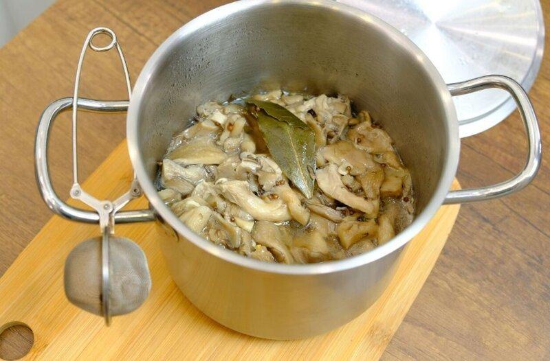 Простая и бюджетная закуска - маринованные вешенки закуска, маринованные вешенки, маринованные грибы, маринованные грибы быстрого приготовления, маринованные грибы рецепт, мариновать грибы, праздничный стол