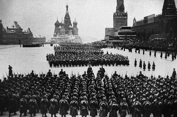 «У вас под носом русские устроили парад, а вы спите, как свинья!»