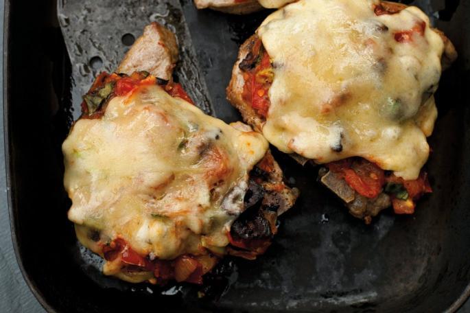 Отбивная из свинины с помидорами и сыром: рецепты и советы по приготовлению