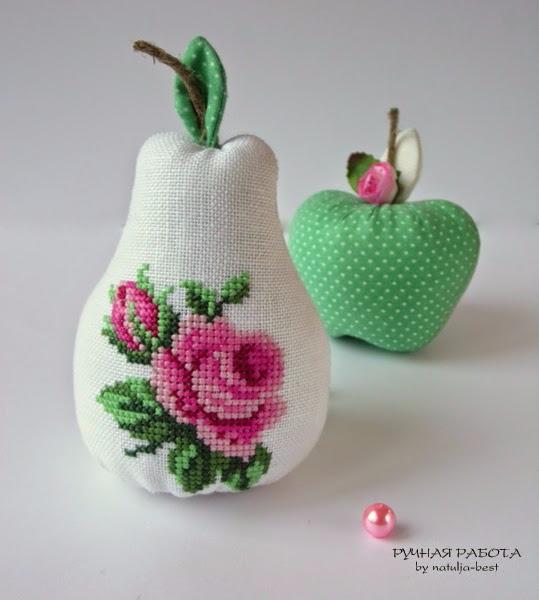 Изумительная груша с вышитой розочкой. Автор работы natulja-best