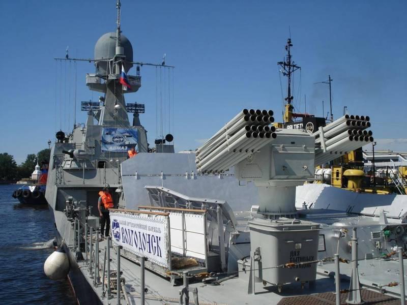 Корабли Каспийской флотилии вышли в море для проведения учения