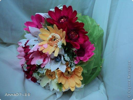 Мастер-класс Свит-дизайн Моделирование конструирование Букет с лилиями и герберами +МК цветков Бумага гофрированная Бусинки Клей фото 1