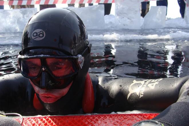 100 метров подо льдом Байкала: новый рекорд от русского дайвера