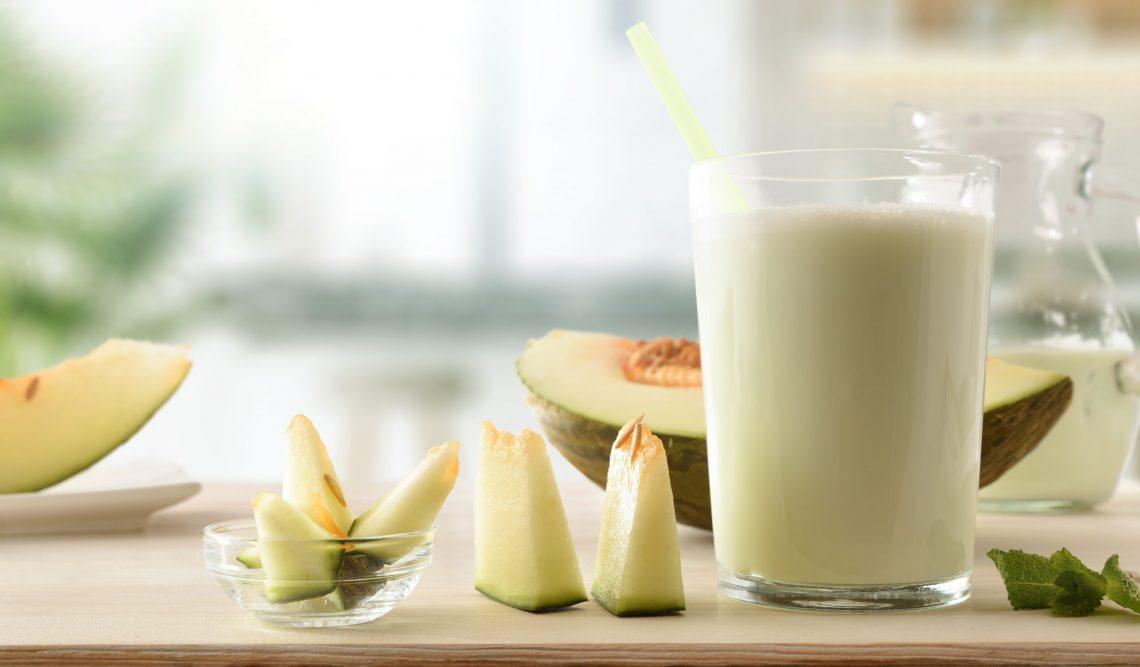 Не выбрасывайте дынные семечки! Приготовьте из них ароматное молоко