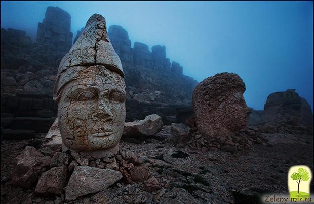 Загадка каменных голов на горе Немрут-Даг в Турции