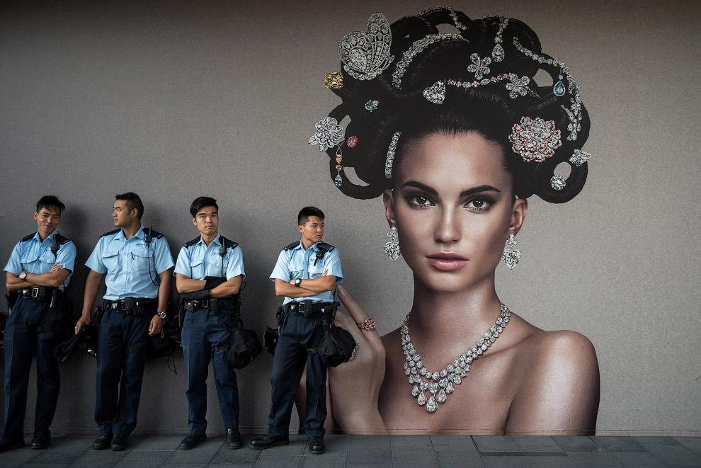 Гонконгские полицейские