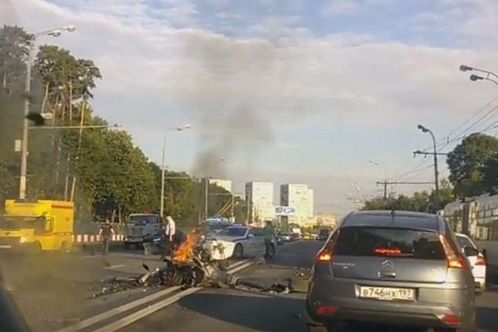 Полиция разыскивает участника ДТП на Волоколамском шоссе, скрывшегося с места происшествия