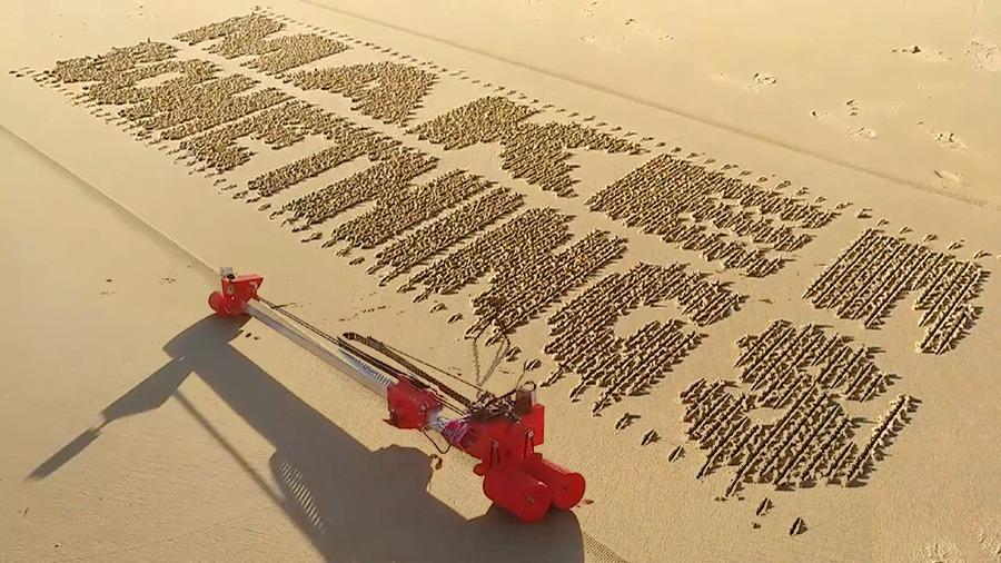 Ну и гаджеты: песочный принтер, беспилотник-трансформер и шагающий робот