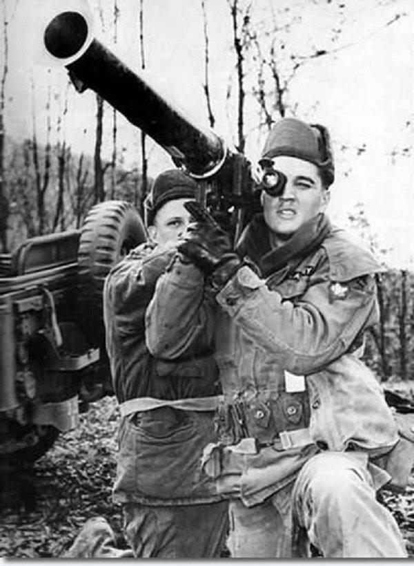 Элвис Пресли с базукой, Форт Чаффи, 1958 год. история, люди, мир, фото