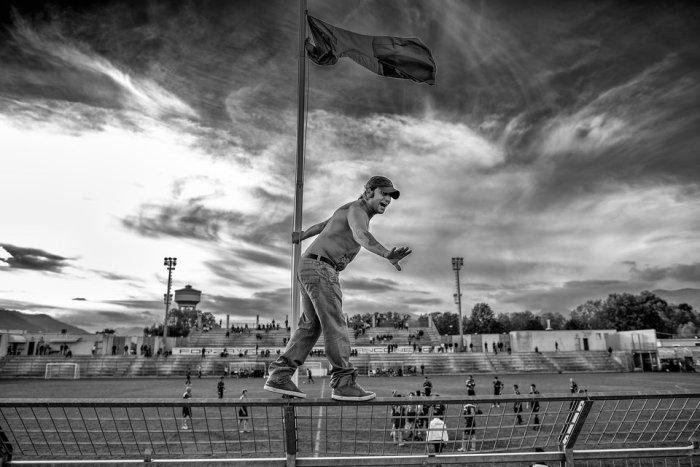 Один из ультрас футбольной команды Альбенга Кальчио на матче против лигурийской Экселленце. Автор фотографии. Андреа Алаи.