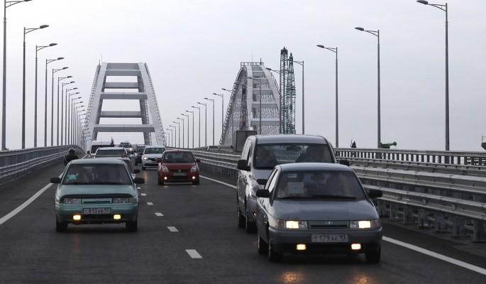 """Россияне """"осквернили"""" Крымский мост"""
