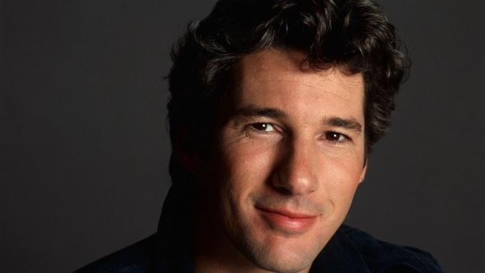 В 1999 году, журнал «People» присудил Ричарду Гиру титул «Самого сексуального мужчины планеты».