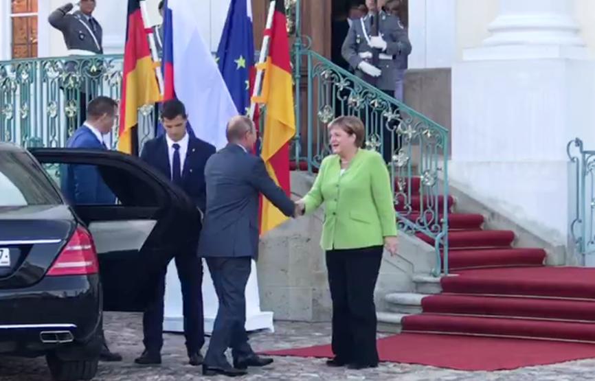 Путин поприветствовал Меркел…