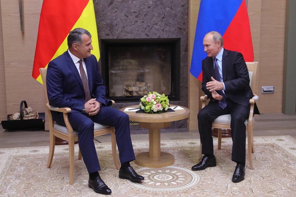 Путин встретился с новым президентом Южной Осетии