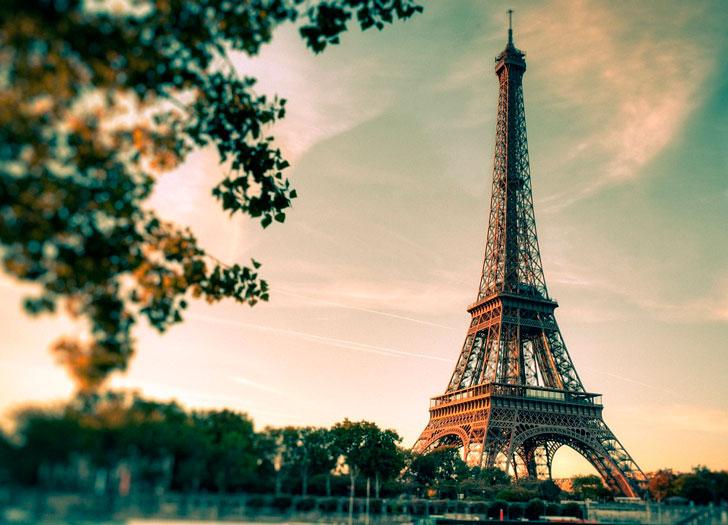 Женщина с советской закалкой случайно зашла в Париже в отдел с товарами «для взрослых»