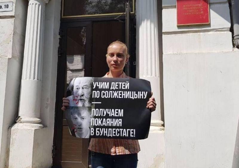 Солженицына нужно исключить …
