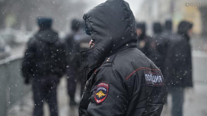 Вмерзший в лед труп неизвестного мужчины обнаружили в Ленобласти