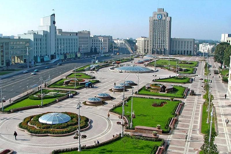 Россияне, приехавшие в Минск, отвечают на вопрос, ощутили ли они, что Беларусь — это не Россия