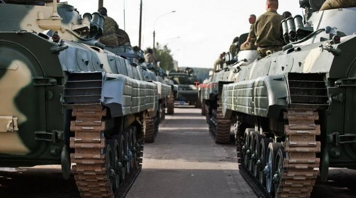 Украина массово перебрасывает к линии фронта пушки, танки, снаряды