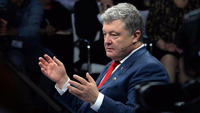 В Сети высмеяли Порошенко, выступавшего перед пустым залом на саммите НАТО (ФОТО)
