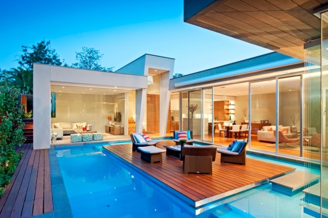 Капитальная пристройка: терраса у бассейна. Один из самых эффектных способов расширить Ваш дом, и придать ему свежий и всегда праздничный вид