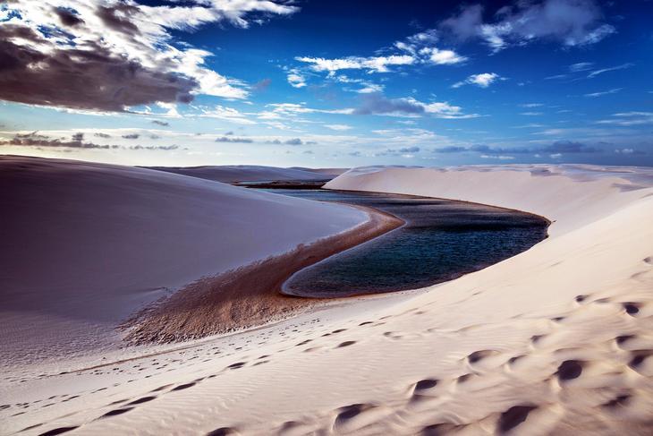 ЛенсойсМараньенсис Бразилия. Жажда цветов и красок. 11 самых необычных и загадочных пустынь нашей планеты. Фото с сайта NewPix.ru