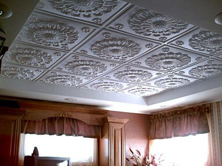 Как клеить плитку на потолок: инструкция и стильные варианты укладки потолочной плитки