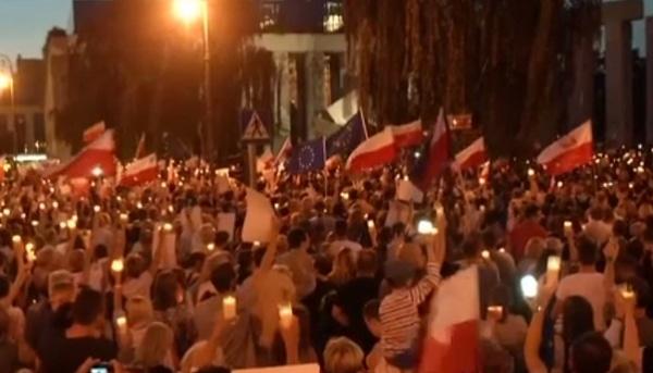 ВВаршаве идут массовые протесты против судебной реформы