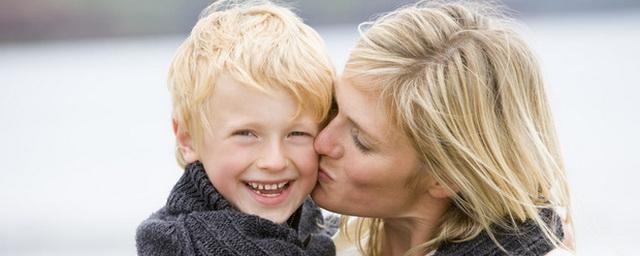 Хочу на ручки: почему от ласки и прикосновений родителей зависит судьба ребенка
