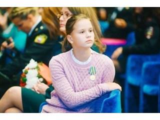 Это не Бузова, не жена Джигарханяна и уж тем более не Шурыгина - она истинная русская девочка