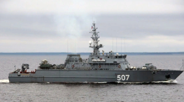 Латвия содрогнулась при виде корабля ВМФ России около своих границ