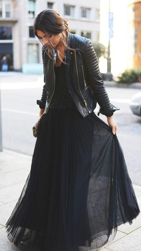 Стильные образы с длинной юбкой и кожаной курткой