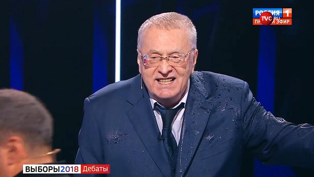 Жириновский нецензурно обругал Собчак на дебатах. В ответ она облила его водой- ВИДЕО