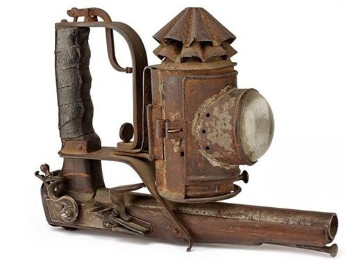 Тактический фонарь с пистолетом: Италия, начало XIX века.