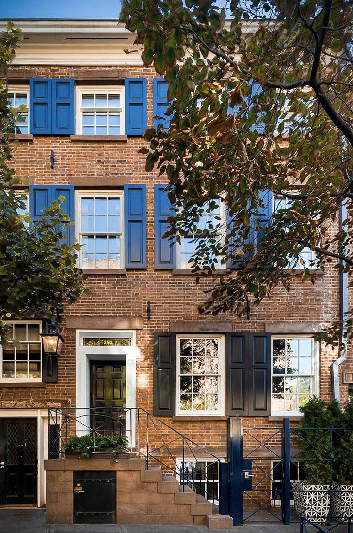 Синий цвет в дизайне исторического таунхауса в Нью-Йорке