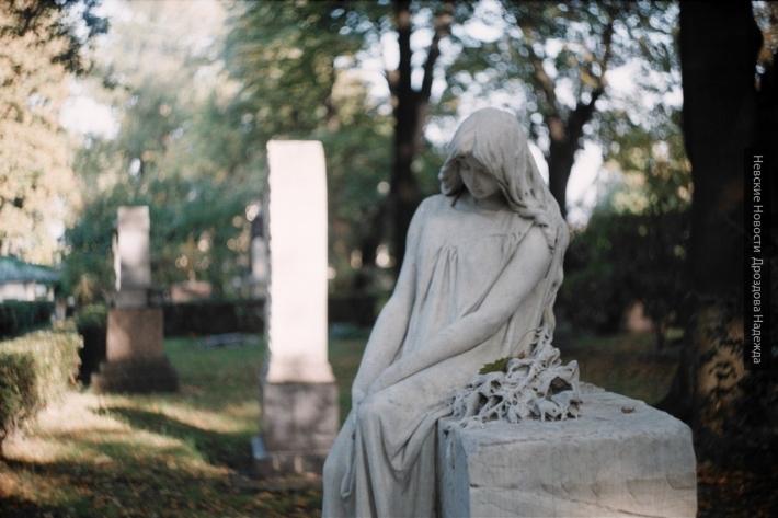 В Радоницу власти Петербурга увеличили количество автобусов до кладбищ