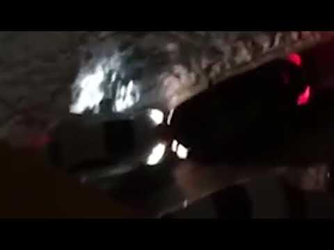 Водитель Mercedes задавил девушку, чтобы не мешала проезду (видео)