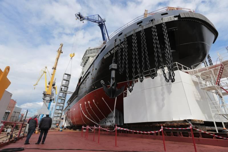 Медведев поздравил кораблестроителей с профессиональным праздником