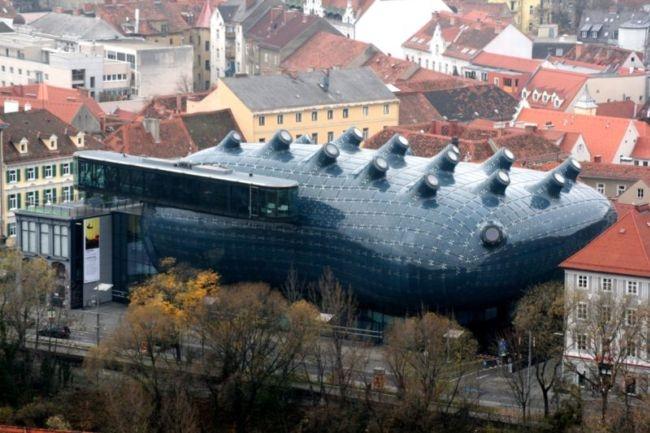 Аморфная конструкция музея Кунстхаус в Граце