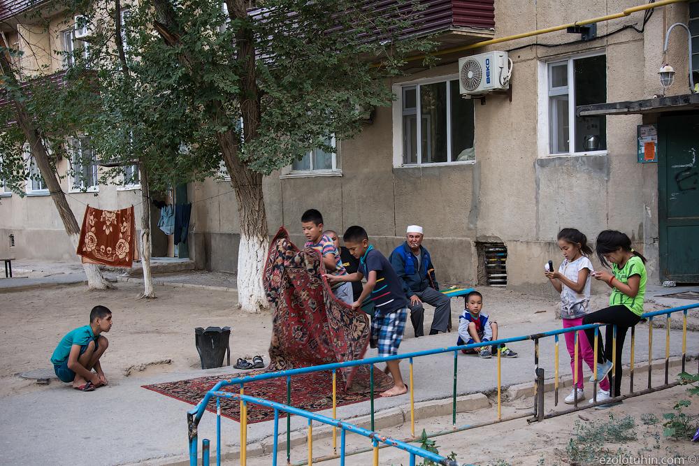 Как живет закрытый русский город посреди казахской степи. Фотограф Евгений Золотухин