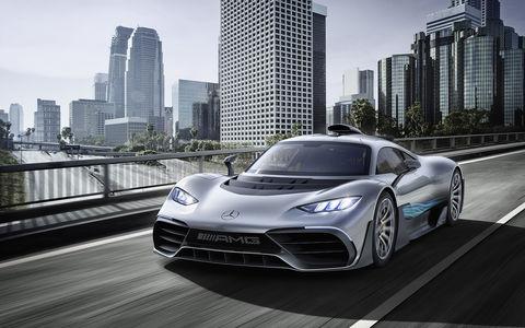 2 секунды до сотни - Mercedes-AMG Project ONE против Aston Martin Valkyrie