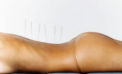 Лечение спины массажем и игл…