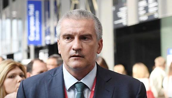 Аксенов потребовал пресечь нелегальные перевозки на границе с Украиной